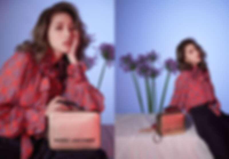 印花襯衫、高腰闊腿丹寧褲、貴氣金The Box餐盒包,all by Marc Jacobs。