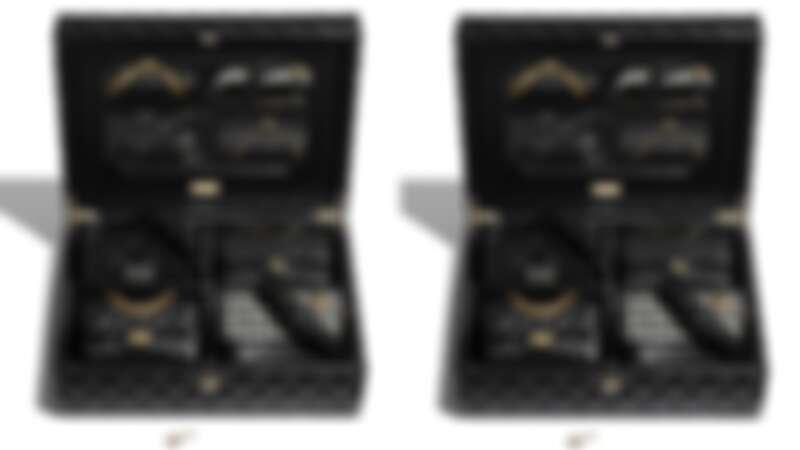裝有四款 Chanel (香奈兒)經典包款的 Gift Box 組合,參考售價NT$855,000