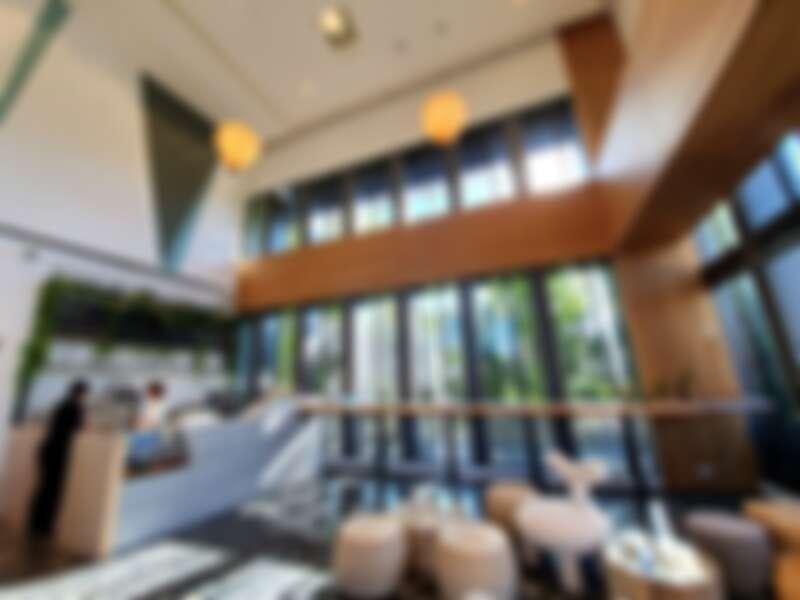 大廳運用大片玻璃擁有絕佳採光