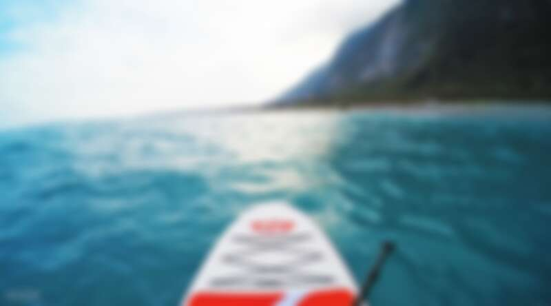 在花蓮清水斷崖一邊划槳,一邊享受美景。Source: KLOOK