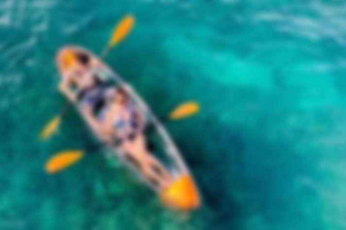 前進美麗的澎湖珊瑚礁沙灘,體驗透明獨木舟。Source: KLOOK