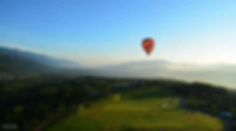 前往台東鹿野乘坐熱氣球,體驗空中漂浮之旅。Source: KLOOK
