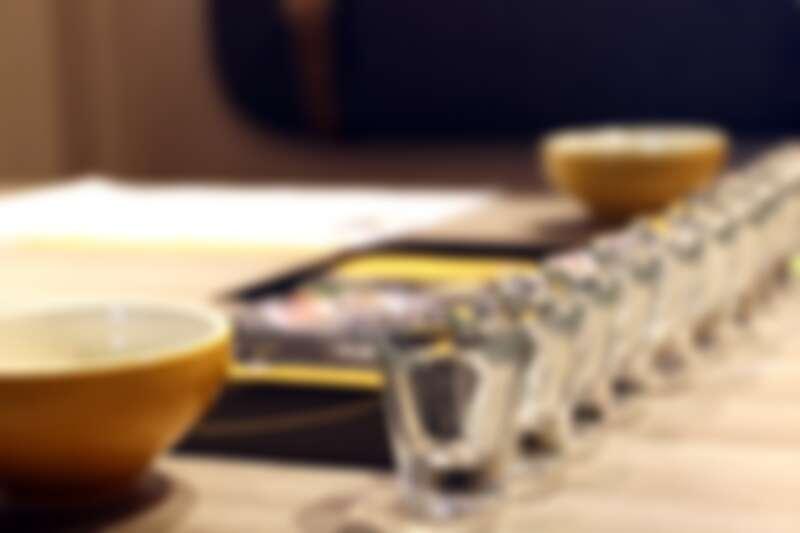 首創試飲服務,經工作人員悉心介紹湯頭種類品嚐後,再決定要選哪一種。
