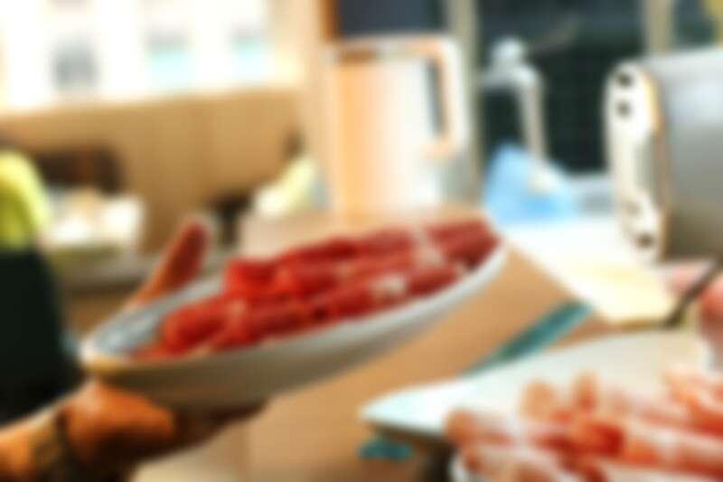 主餐肉軟嫩、海鮮飽嘴Q彈,吃下去不只新鮮,更是幸福滋味。