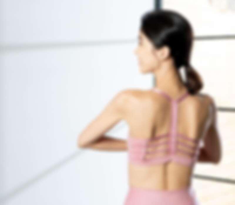 PUMA訓練系列Studio短版運動背心(F),NT980、PUMA 訓練系列低衝擊運動內衣(F),NT1,280、PUMA 訓練系列Studio緊身褲(F),NT2,280。