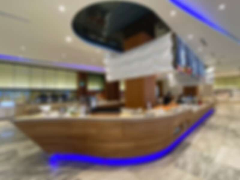「宜客樂自助餐」餐檯是用一艘大船為外型,流露港都意象