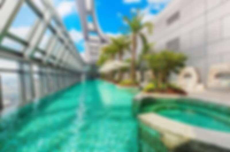 32樓高空無邊際泳池超好拍