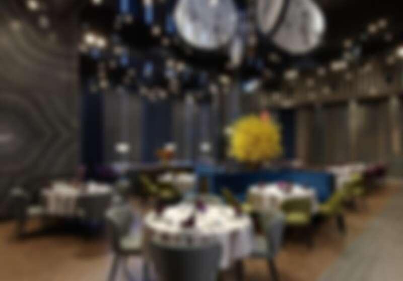 2樓的中式餐廳「逸薈軒」,擁有挑高10米空間設計、低調奢華風格