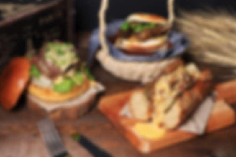 台南晶英團隊推出和牛晶寶堡、醬煮牛小排刈包、費城起司牛肉三明治