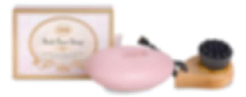 復活草純淨潔顏皂建議搭配柔軟純淨潔顏刷使用,清潔無死角(購買復活草純淨潔顏皂125g,即可以NT780元加購一把)。