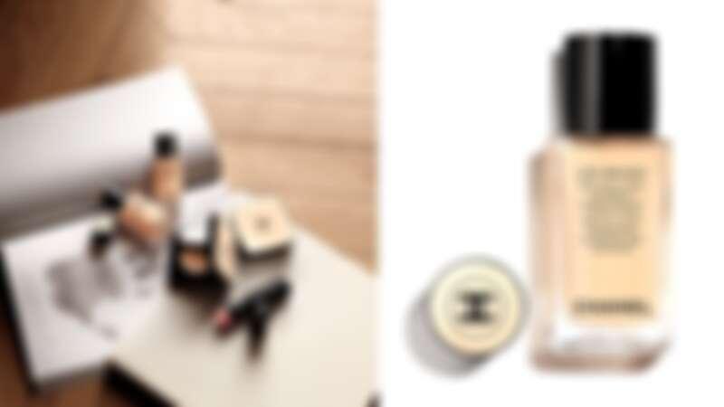 香奈兒恆潤裸光水慕絲粉底以方形玻璃瓶盛裝,簡約優雅。瓶蓋頂端還是優雅米色,完美呼應香奈兒時尚裸光系列。