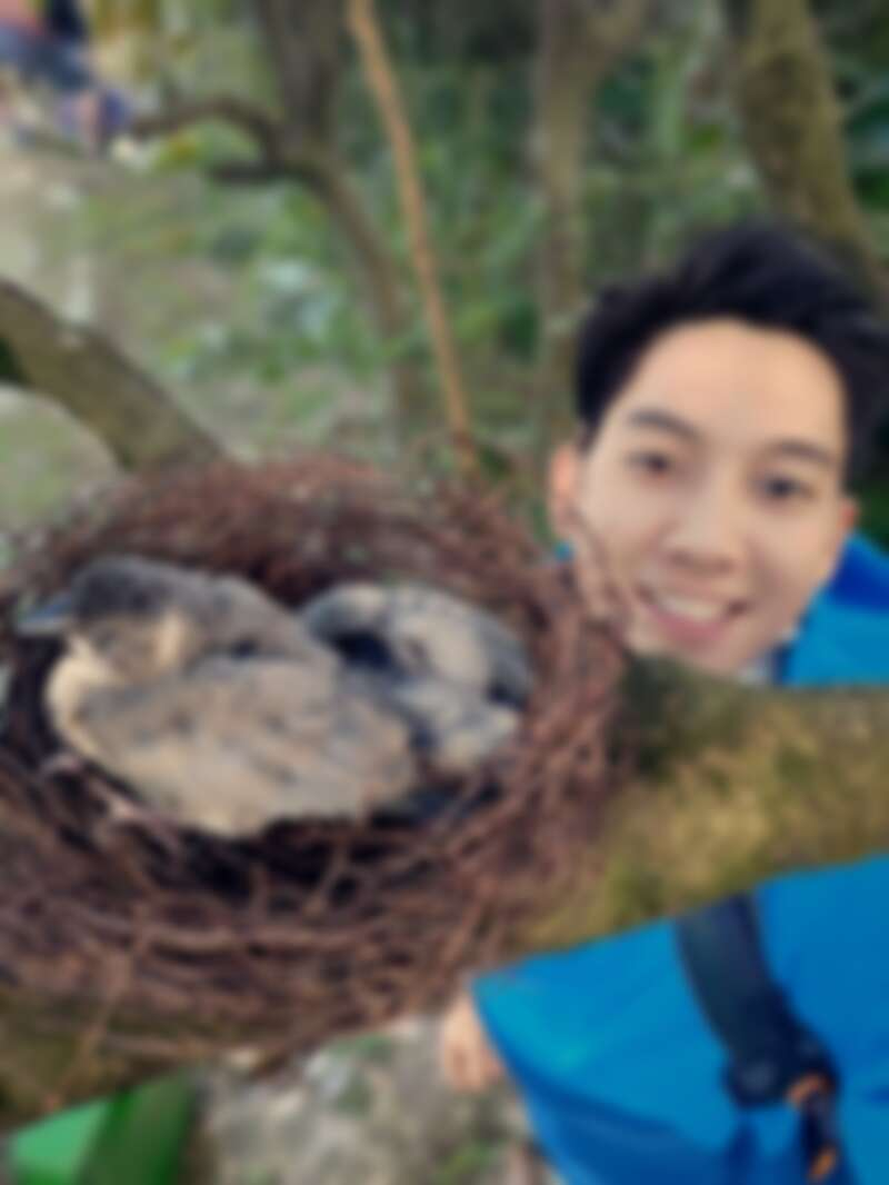 日本攝影師小林賢伍透過翻轉鏡頭自拍