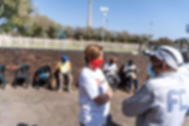 鄔荻芳(Ludivine Houdet)在南非關懷新冠肺炎期間無家可歸者。