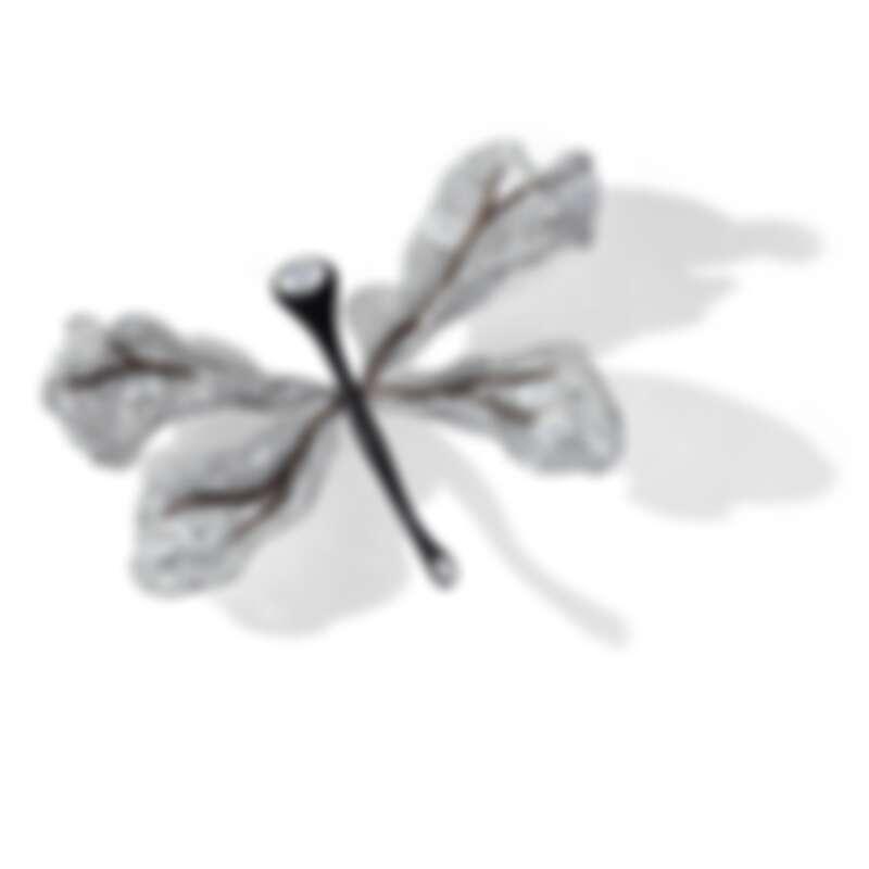 15週年系列作品 蜻蜓胸針  以異材質結合黑檀木與鑽石, 重新詮釋CINDY CHAO最經典黑白系列  2445顆鑽石 約81克拉   鈦金屬18K白金