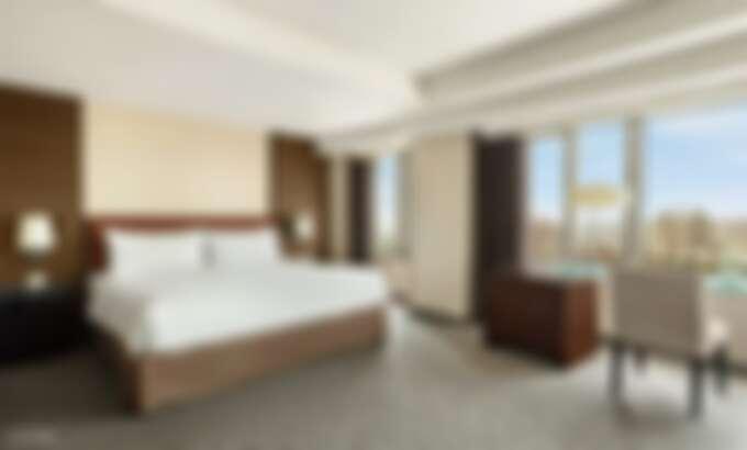 尊榮客房提供寬敞的空間和週全的設施,讓旅客一整天洽公、逛街或觀光後,可以全然放鬆身心、重振活力