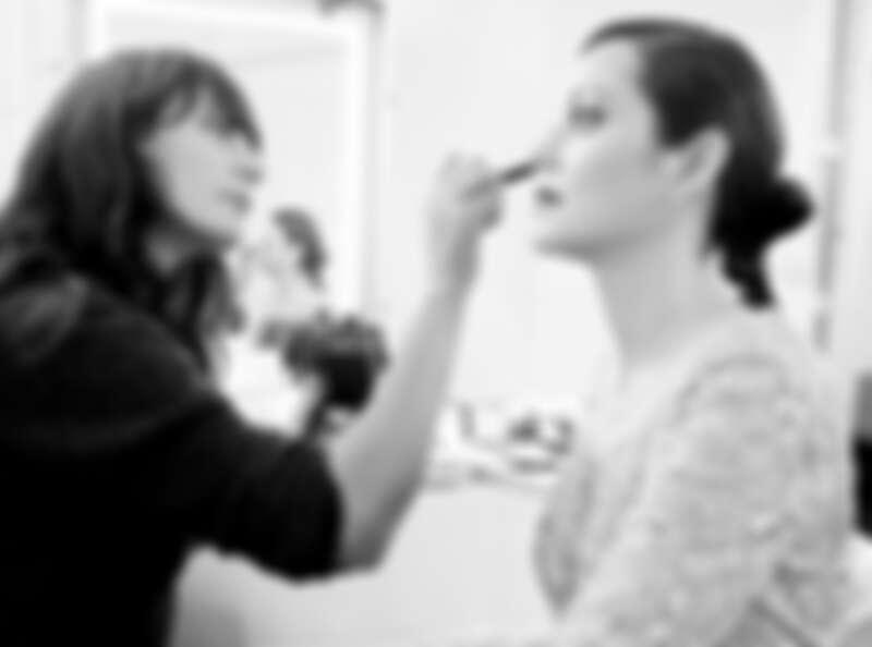 Thomas 欽點法國演員瑪莉詠·柯蒂亞 (Marion Cotillard) 來詮釋女主角,並邀請才華橫溢的電影導演約翰·倫克 (Johan Renck) 述說這段動人故事。