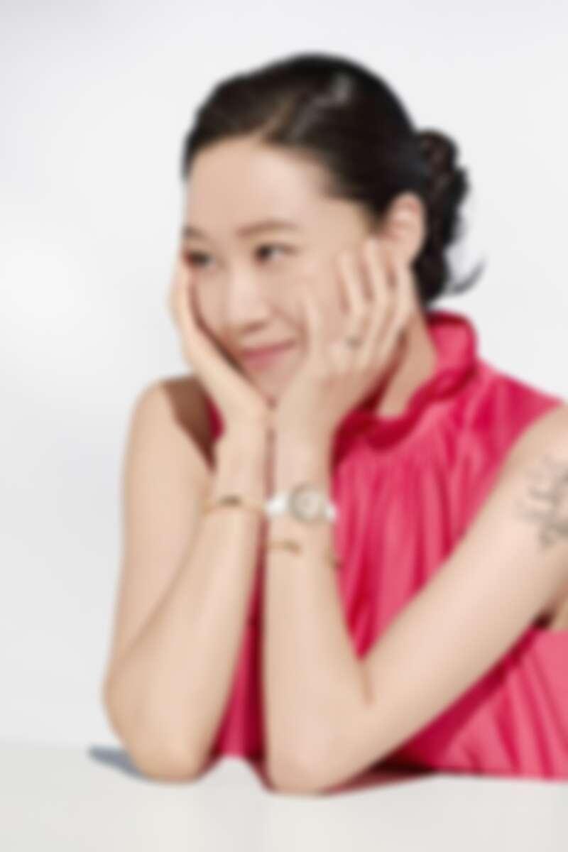 PIAGET Possession系列30週年限定作品:18K黃金雪花鑲嵌錶盤腕錶、Possession系列18K黃金鑽石手鐲(各鑲嵌30顆、182顆圓形明亮式切割美鑽)。