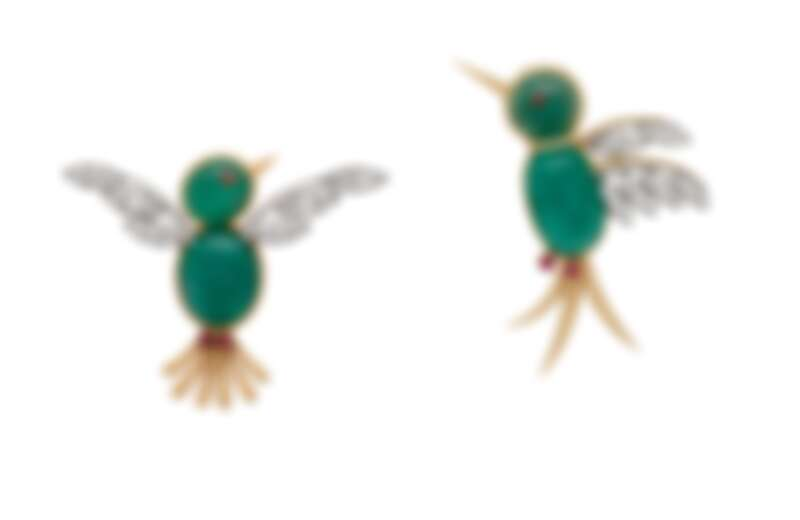 Pic Vert胸針,1951年,黃K金、鉑金、兩顆重7.51克拉的凸圓形切割祖母綠(俄羅斯),鑽石、紅寶石;Pic Vert胸針,1950年,黃K金、鉑金、兩顆重10.51克拉的凸圓形切割祖母綠(俄羅斯),鑽石。(不可單獨銷售)