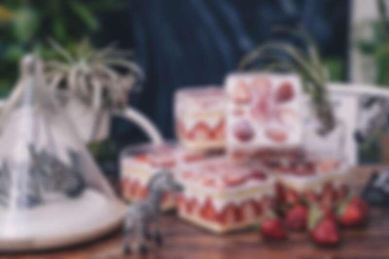 誠品生活耶誕市集 斑馬散步咖啡 草莓巴克斯 特價220元 原價270元。