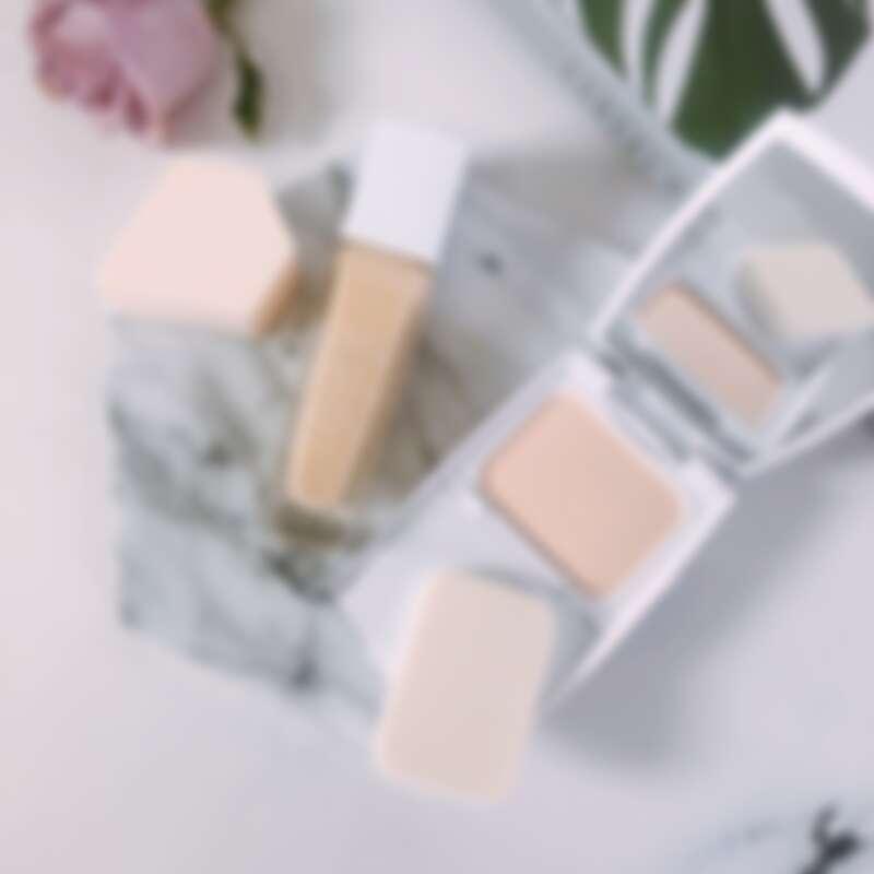 蘭蔻2021年底妝新品-超極光精華水粉餅