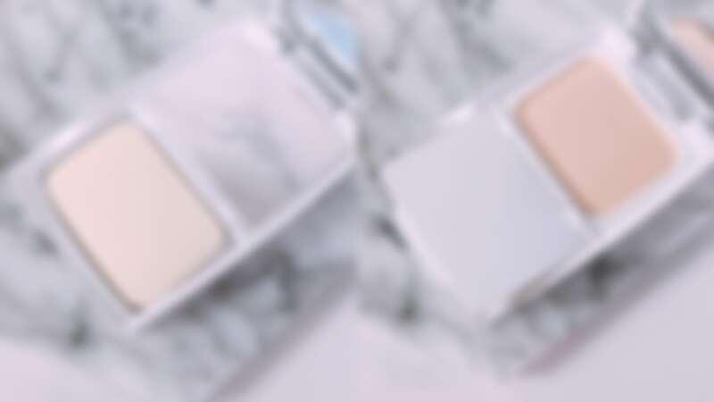 蘭蔻超極光精華水粉餅有貼心的隔板設計,確保粉餅不沾染