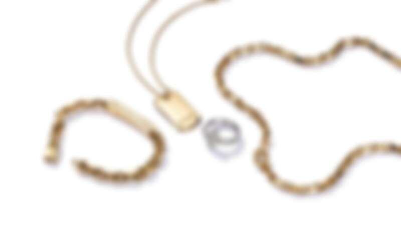 Tiffany 1837 Makers 18K金扣環手鍊 NT$300,000, 18K金鍊墜 NT$166,000, Tiffany T118K白金寬版鋪鑲鑽石戒指 NT$194,000, Tiffany 1837 Makers 18K金扣環項鍊 NT$545,000
