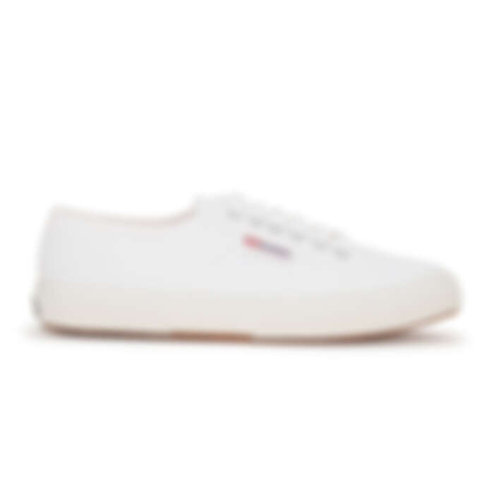 Superga帆布鞋,售價NT$2,000左右