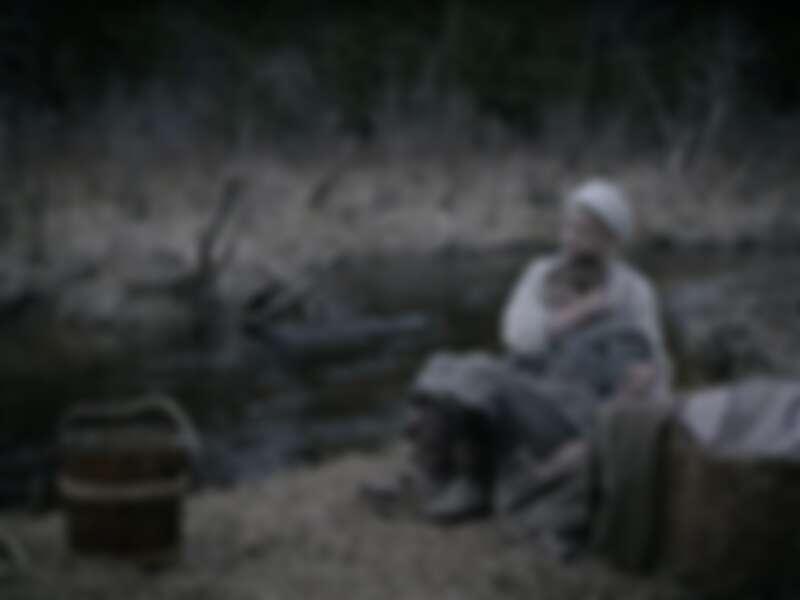 安雅泰勒喬伊 出道作品《女巫》畫面、服裝畫面優美