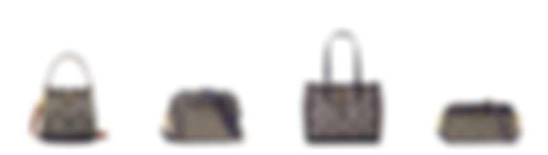 Tory Burch T-Monogram海軍藍 水桶包,售價NT$19,900/相機包,售價NT$16,900/小型托特包,售價NT$18,900/長形信封肩揹包,售價NT$13,900