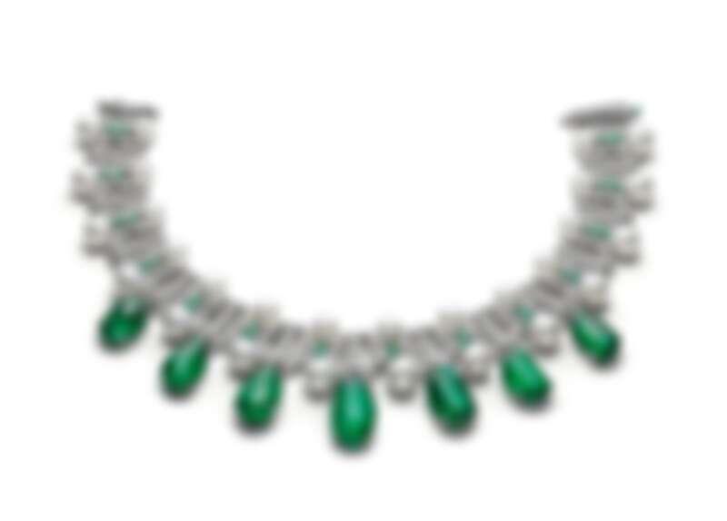 BVLGARI BAROCKO系列Emerald Star頂級祖母綠、珍珠與鑽石頸鍊 頂級白K金項鍊,鑲嵌7顆滾筒切割祖母綠(總重約145.75克拉)、珍珠、buff-top凸圓形切割祖母綠、圓形明亮切割鑽石與密鑲鑽石。