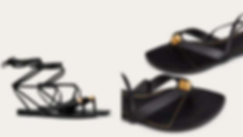 Valentino 羅馬鉚釘平底拖鞋涼鞋,約NT26,200
