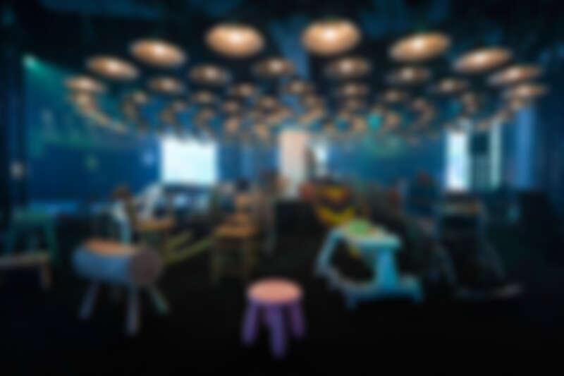 各種椅子的展場,代表人生所有可能坐過的椅子。(照片來源:臺灣文博會)