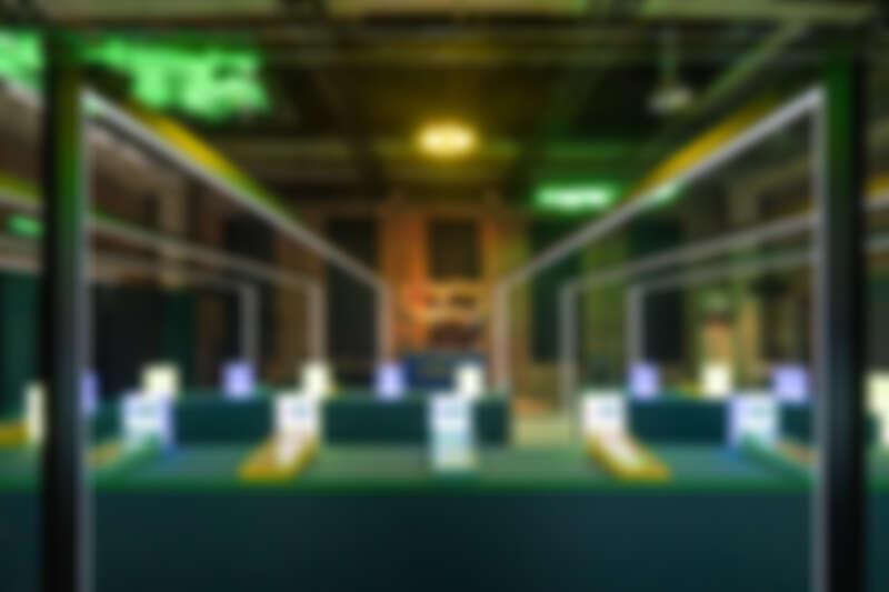 與廟會意象結合的彈珠台。(照片來源:阮劇團)