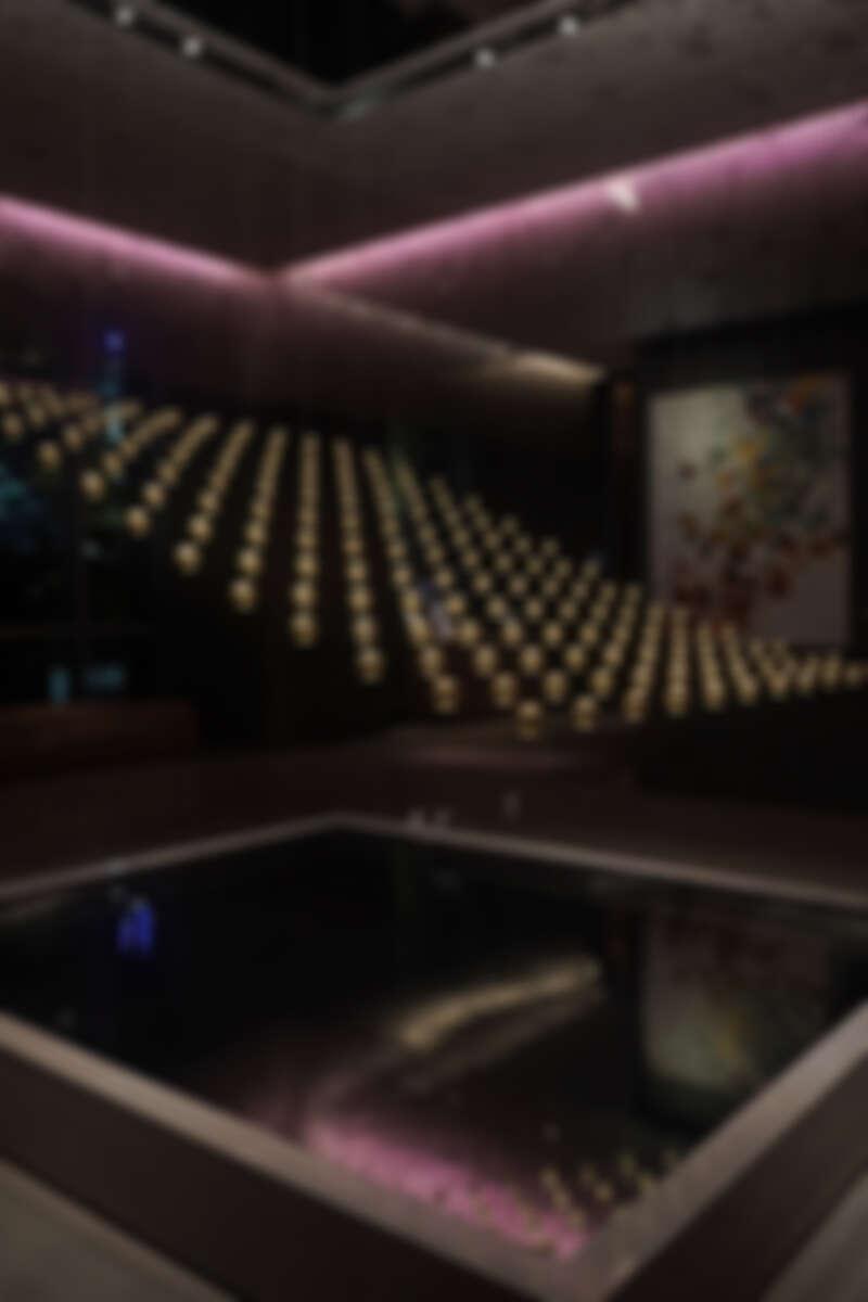大廳有德國ART+COM藝術團隊所規畫設計的4D浮空動力藝術。