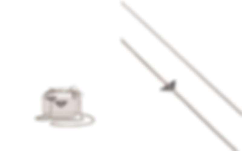 Prada Airpods Pro金屬化妝袋保護殼,售價NT$34,000