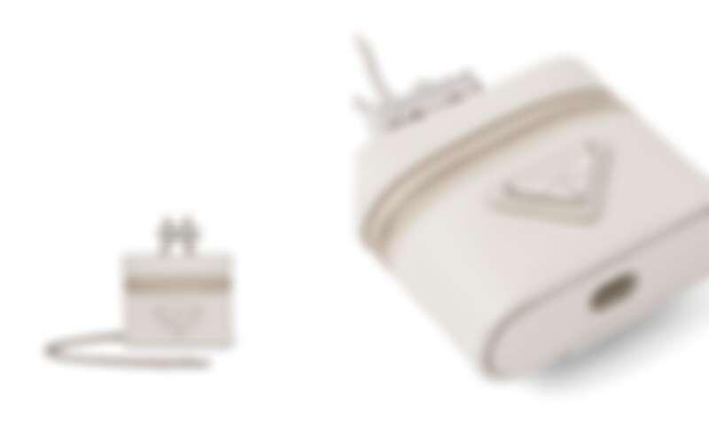 Prada Saffiano皮革耳機套,售價NT$19,000
