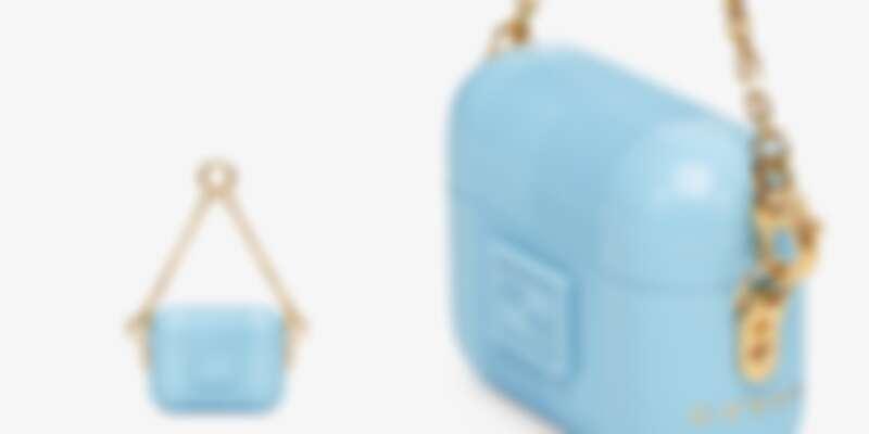 除了品牌logo,保護殼的另一邊則是印上Choas字樣