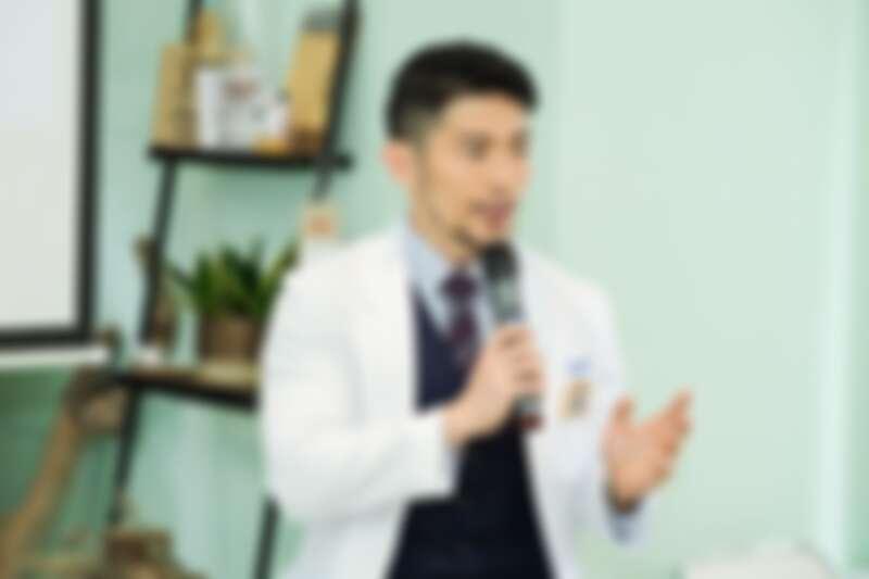 越診所皮膚科醫師黃幼鳴