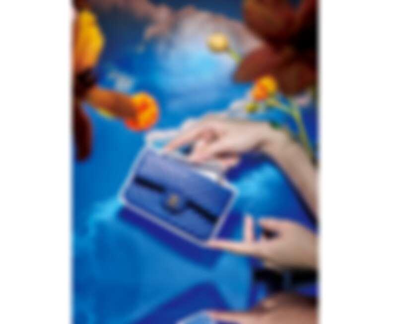 CHANEL 藍色小牛皮山形紋11.12包