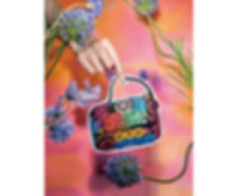 CHANEL 19霓虹印花包款