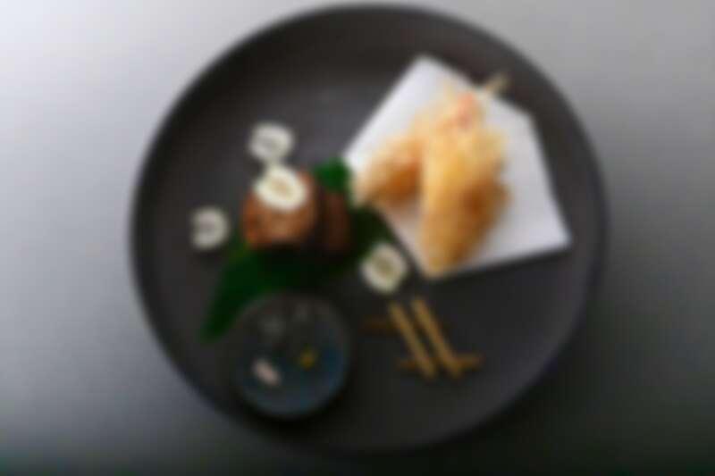 沾附芋頭絲的炸蝦天婦羅。