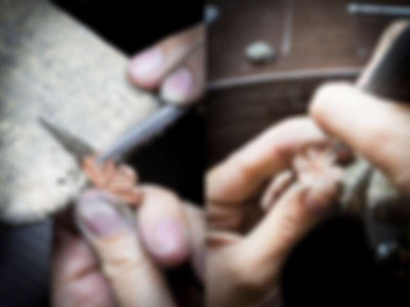 工匠以手工為金質花瓣加工,寶石鑲嵌師正在執行鑲嵌花蕊的前期工序,經由一絲不茍的打磨拋光,才得以烘托鋪鑲鑽石的炫彩。