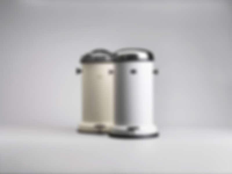 經典垃圾桶被 MOMA 永久收藏。