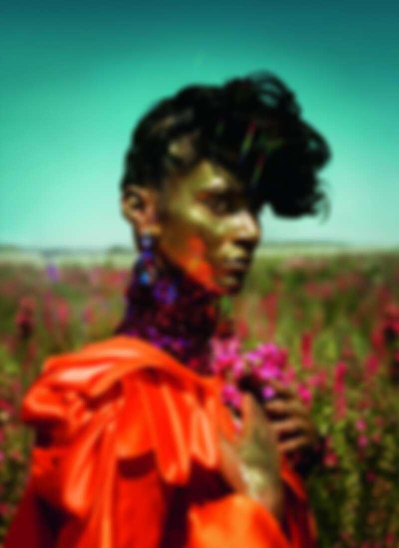 蒂姆.沃克「雲朵9」系列作品;拉迪卡.奈爾;時裝:Halpern、Dolce & Gabbana;伍斯特郡珀肖爾鎮2018。 圖片來源:Tim Walker Studio