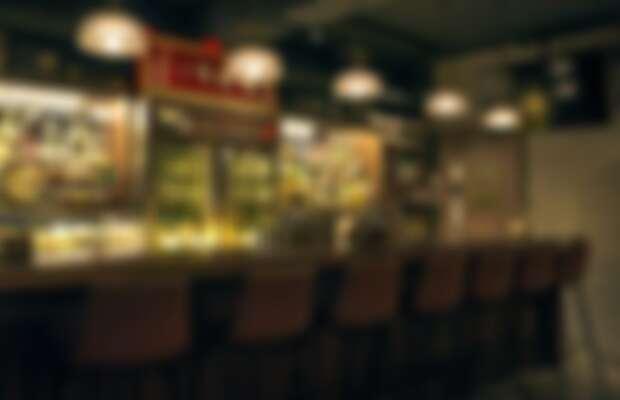 Aha Saloon 由三位台灣調酒冠軍共同創立,以音樂與懷舊風格為酒吧基調。