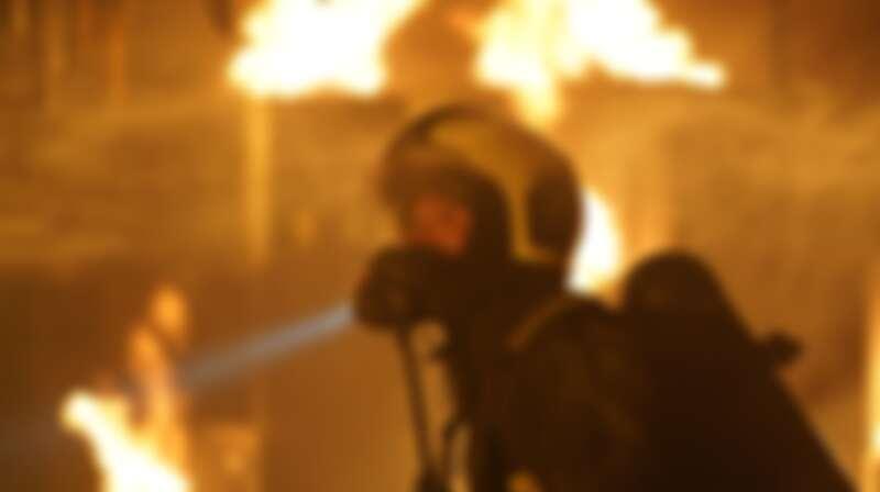 ▲劉冠廷為戲進入上千度的燃燒櫃模擬火場搜救 。(圖 / 公共電視、myVideo提供)
