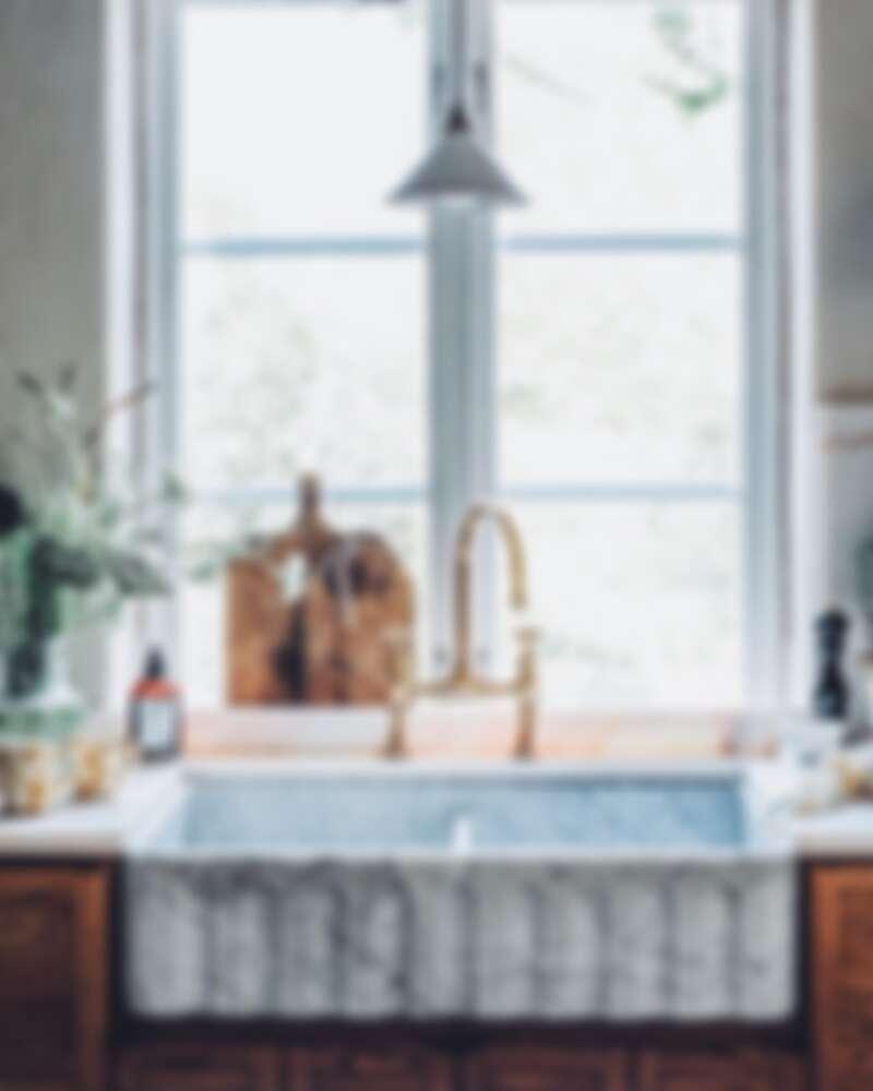 漂亮的大理石紋雙水槽(Photo by @_foodstories_)。