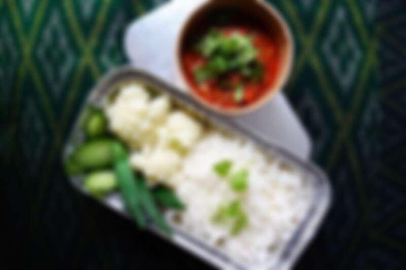 外帶正統泰式風味餐盒。
