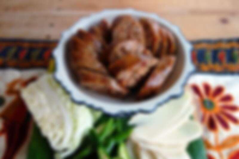 烤泰北香料香腸。