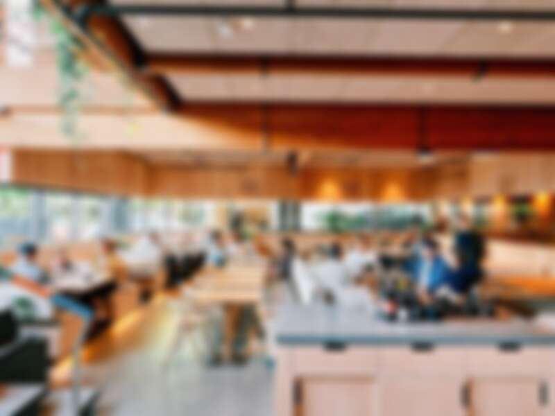 餐廳室內風格與旗艦店風格相似。